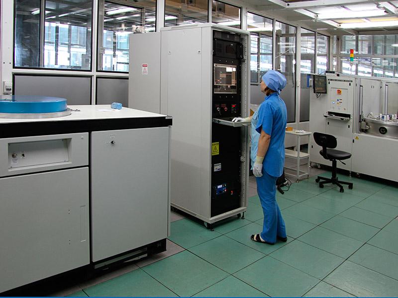 Установки вакуумного магнетронного напыления SC-1000 (производство Республика Корея) и CVC-601 (производство США)...